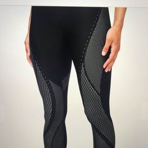 Lululemon mapped out high rise tight sz 10